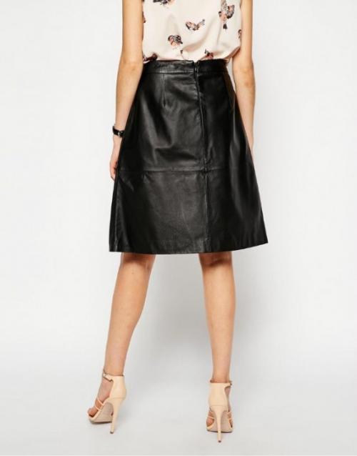 Черная в складку юбка-трапеция