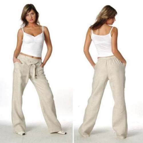 Светлые брюки из льна