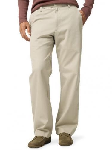 Бирюзовая рубашка и бежевые брюки