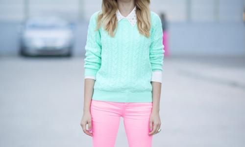 Розовые джинсы и мятная кофта