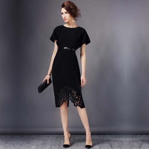 Черное платье с кружевом до колен