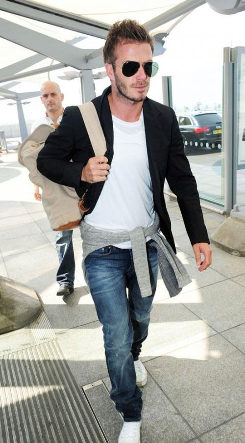 Пиджак и джинсы в неформальном стиле