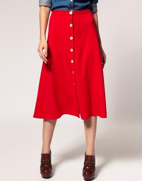 Красная юбка на пуговицах