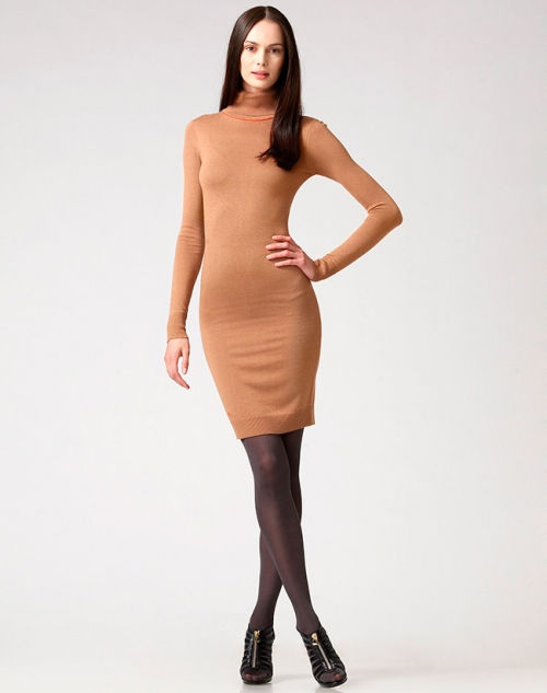 Платье-водолазка бежевого цвета