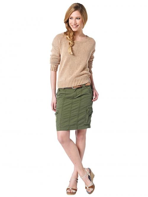 Короткая юбка темно-зеленого цвета