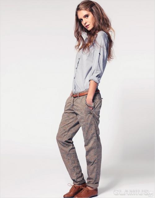 Рубашка и брюки на девушке