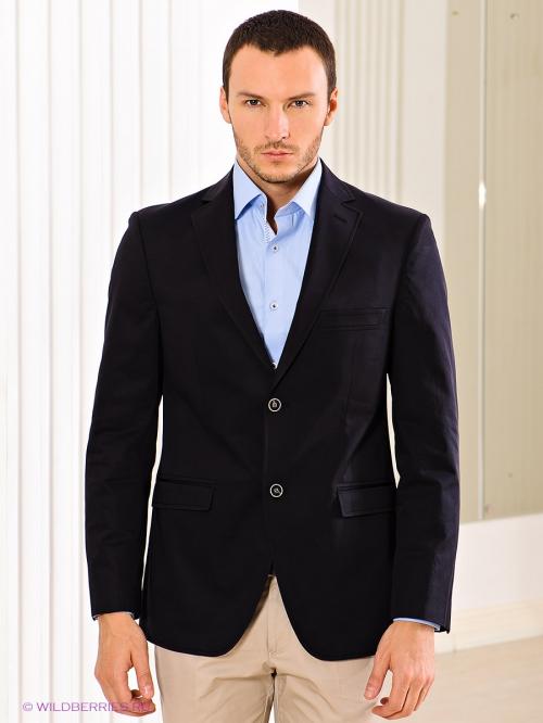 Черный пиджак на мужчине