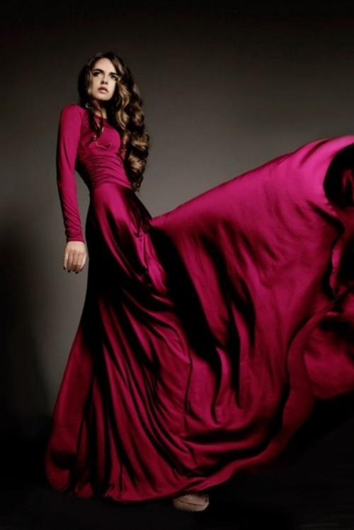 Роскошное бордовое платье