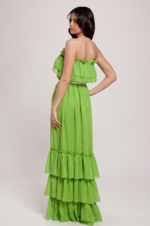 Салатовое платье на девушке