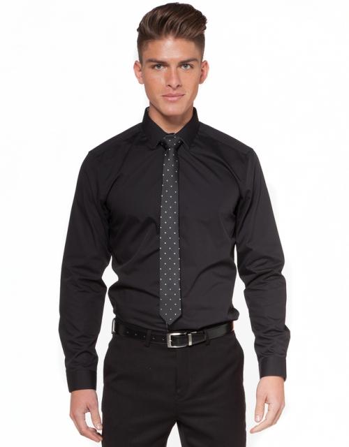 Черная мужская рубашка с галстуком