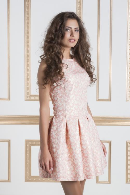 Светлое персиковое платье