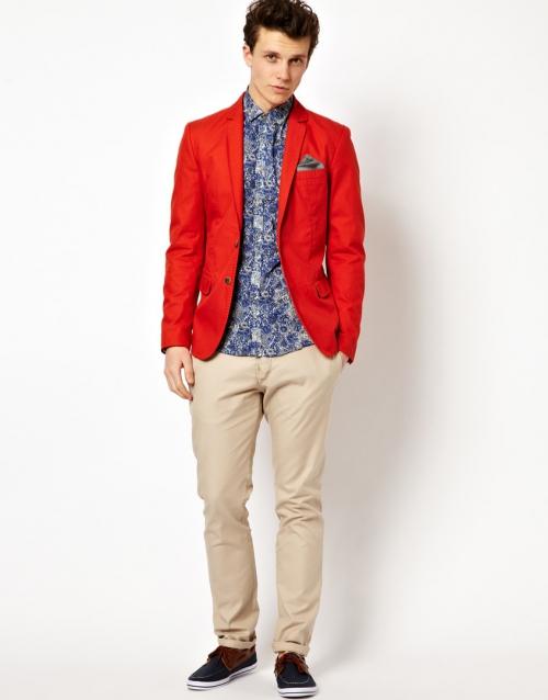Красный пиджак в сочетании с джинсами