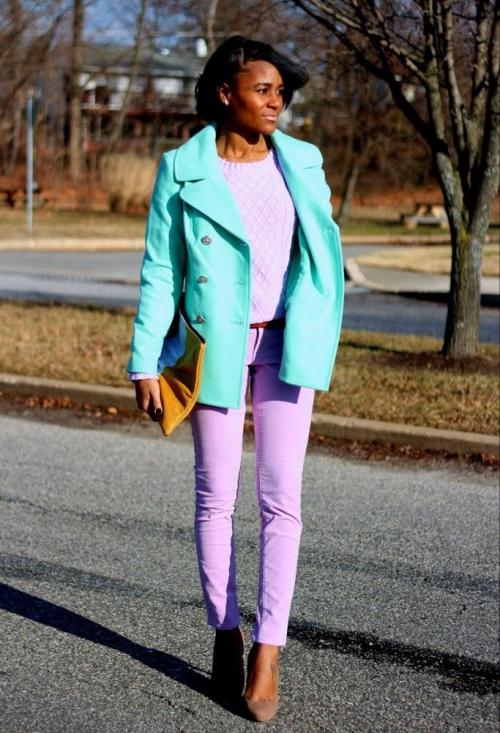 Лавандовые брюки с мятной курткой