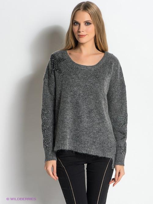 Серый свитер и черные штаны