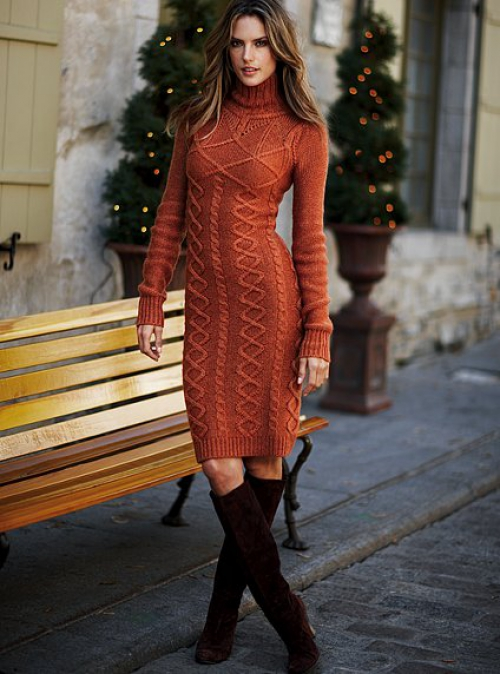 Кирпичное вязаное платье