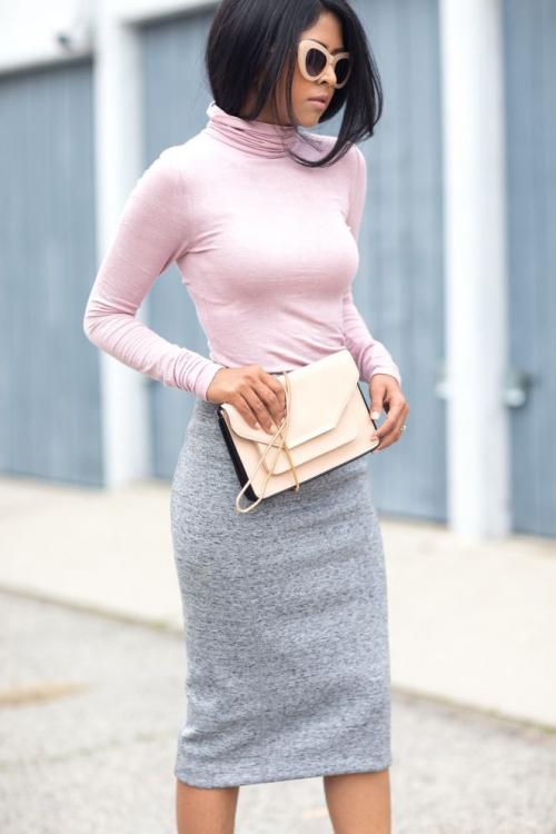 Серая юбка и розовая блузка