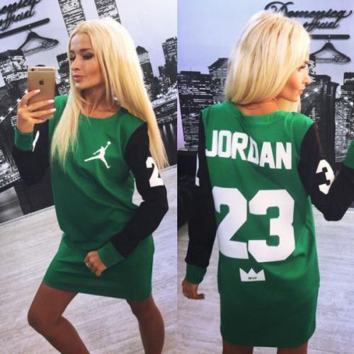 Зеленое спортивное платье