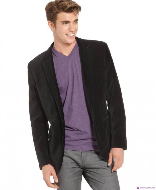 Вельветовый пиджак и фиолетовая футболка