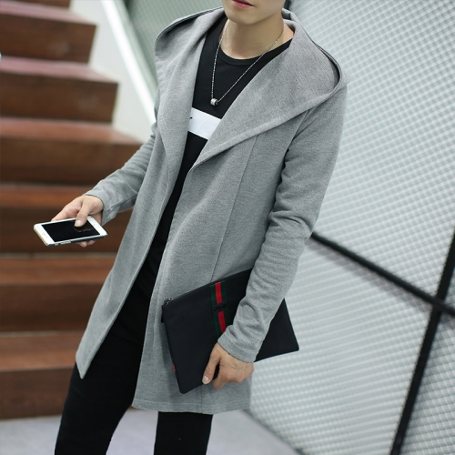 Светло-серый кардиган на мужчине