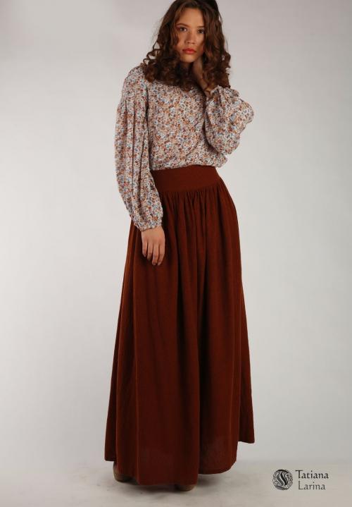 Бежевая блузка и темно-бордовая юбка