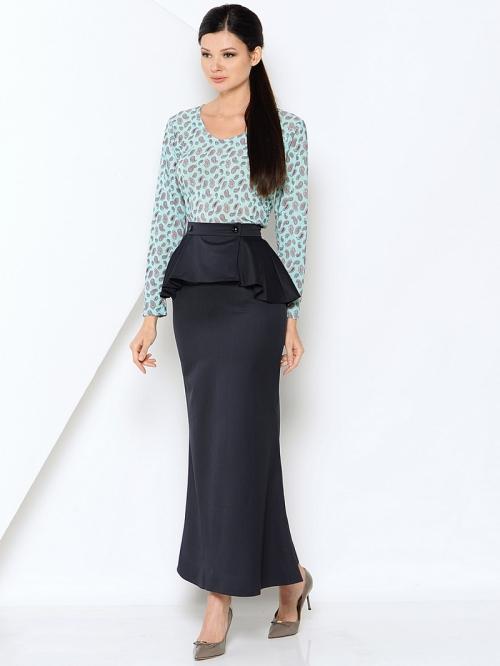 Темная юбка с баской и блузка