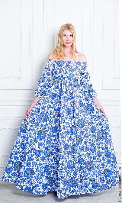 Длинное платье в пол с синими цветами