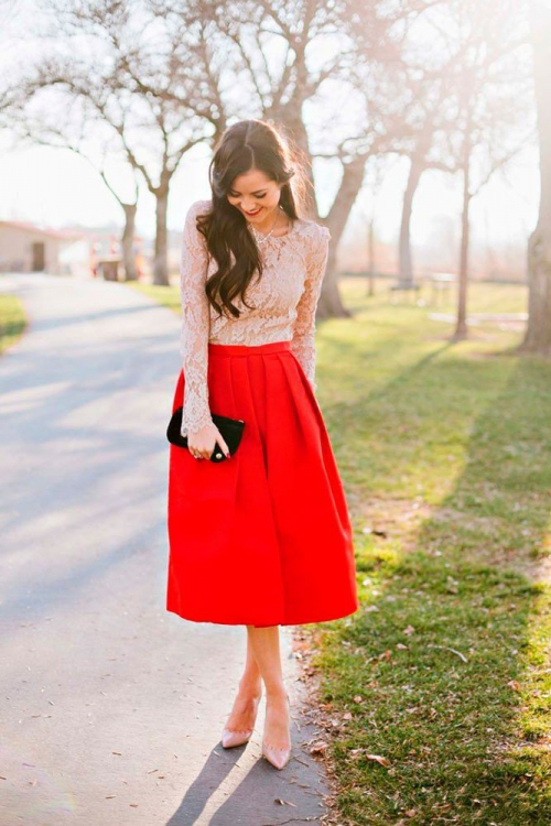 Красная юбка длины миди