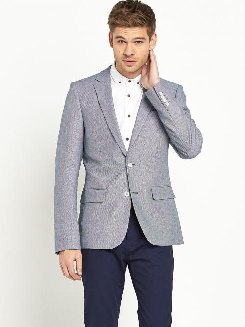 Мужчина в сером пиджаке
