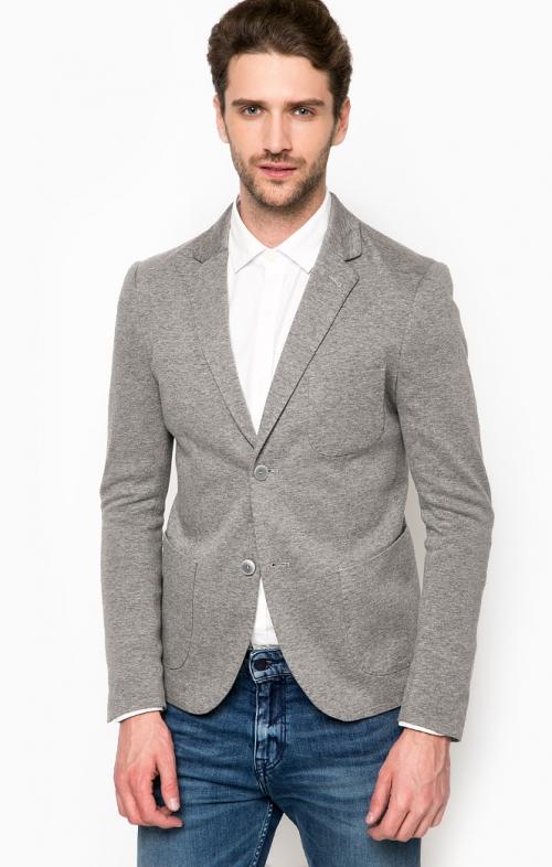 Серый пиджак и белая рубашка