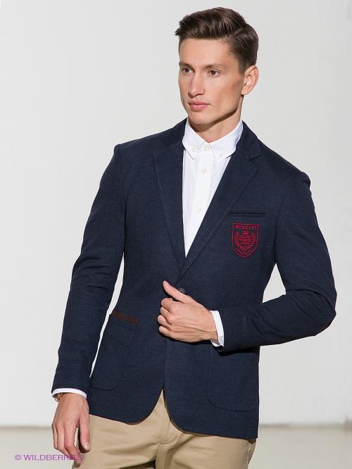 Синий пиджак на мужчине