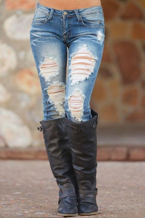 Рваные джинсы с сапогами