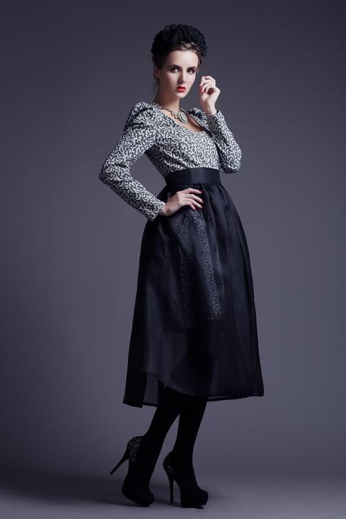 Черная пышная юбка-миди