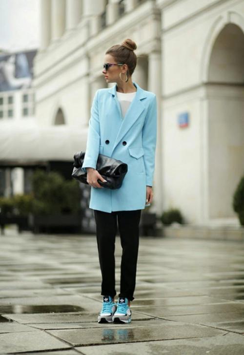 Пальто-пиджак голубого цвета