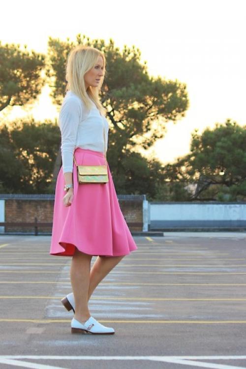 Розовая юбка с белым верхом