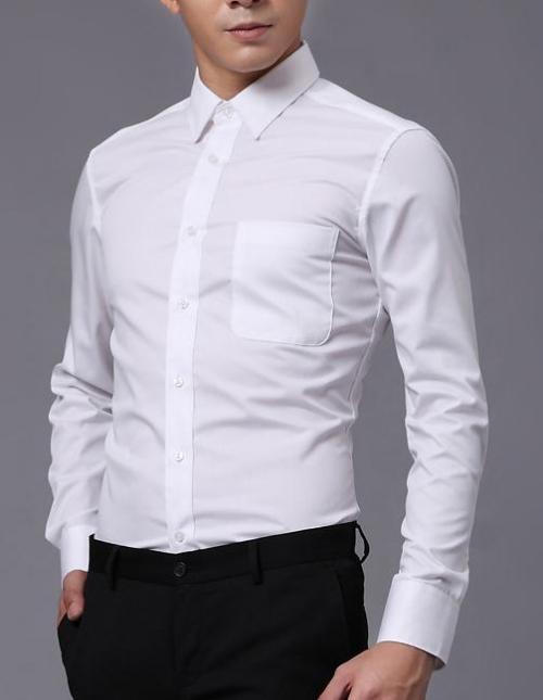 Белая рубашка на мужчине