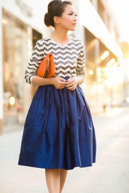Темно-синяя пышная юбка и кофта с зигзагом