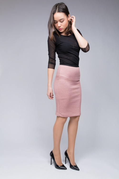 Розовая прямая юбка