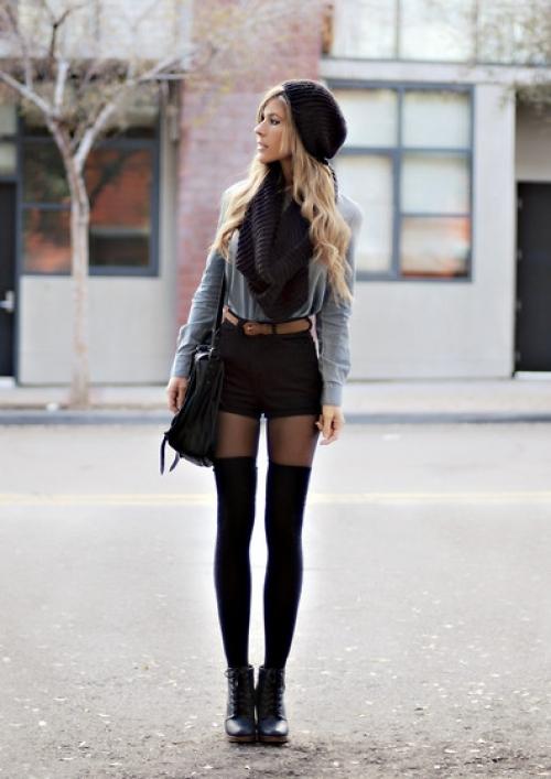 Черные шорты и высокие гетры