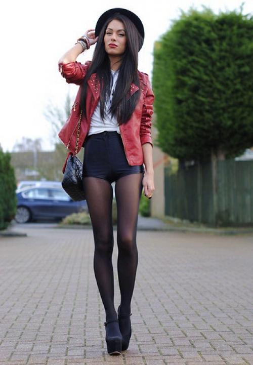 Черные шорты и колготки на девушке