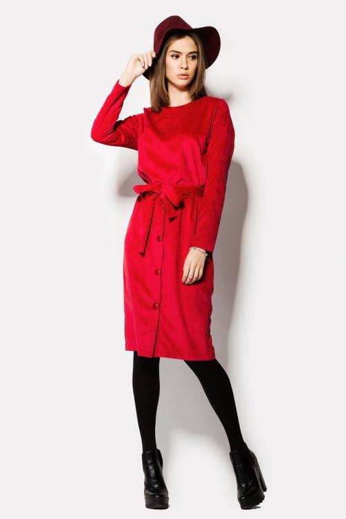 Девушка в красном платье и черных колготках