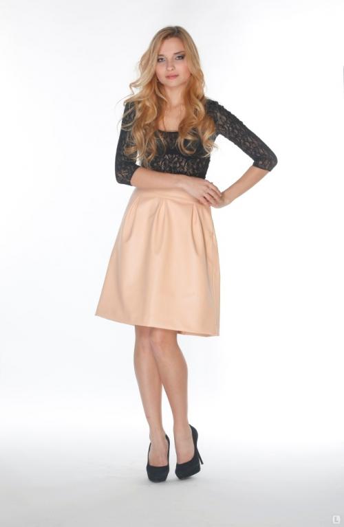 Кремовая юбка-трапеция с темным верхом