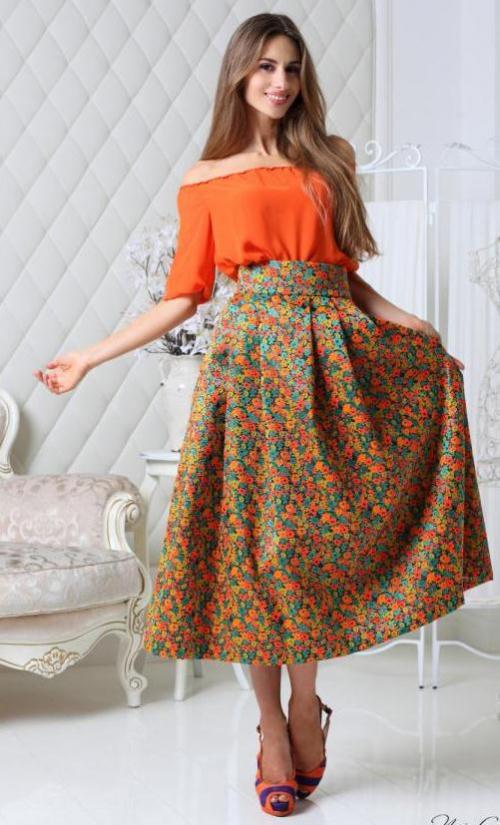 Цветочная юбка на девушке