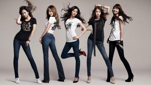 Облегающие джинсы и туфли