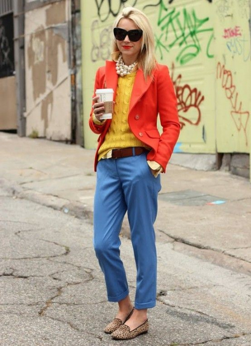 Оранжевый пиджак и желтая водолазка