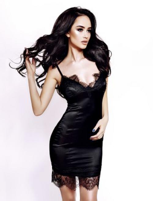 Откровенное черное гипюровое платье
