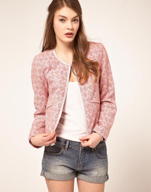Розовый жакет и короткие шорты