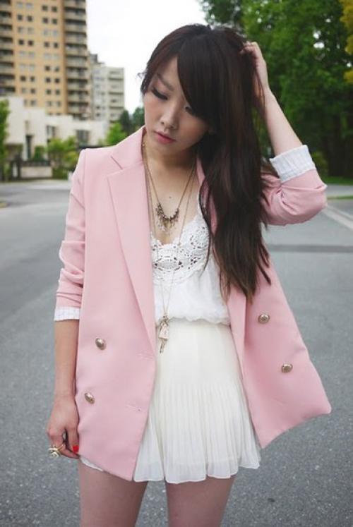 Мини-платье белого цвета и розовый жакет