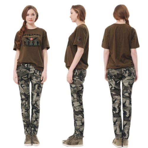 Девушка в брюках милитари