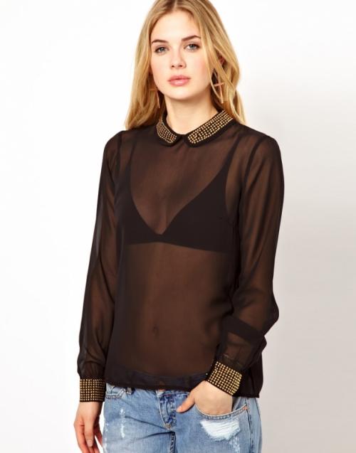 Прозрачная черная блузка на девушке
