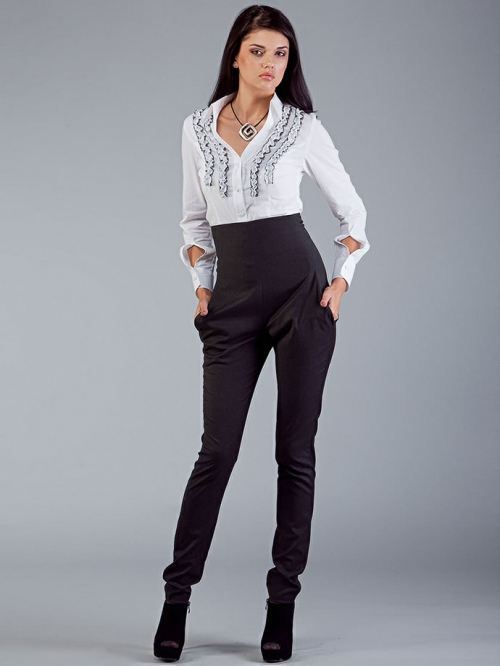 Черные брюки галифе на девушке